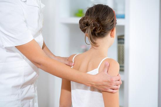 Ostéopathie sur un enfant