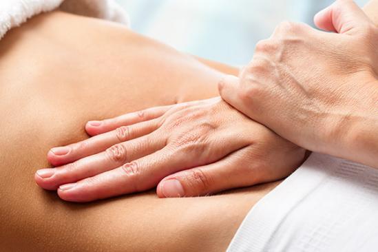 technique d'ostéopathie sur une femme enceinte